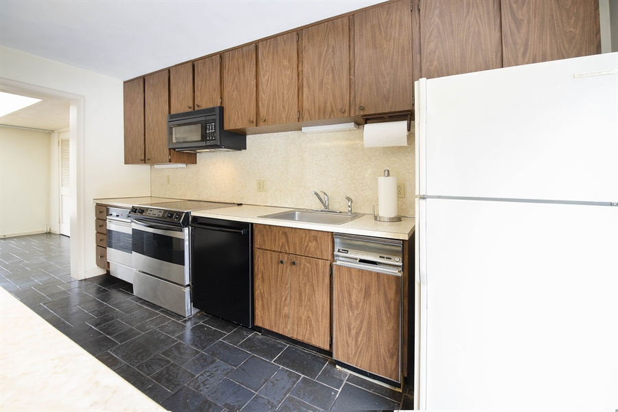 Real Estate Photography - 623 Shipley Rd, Wilmington, DE, 19809 - Double Oven in Kitchen