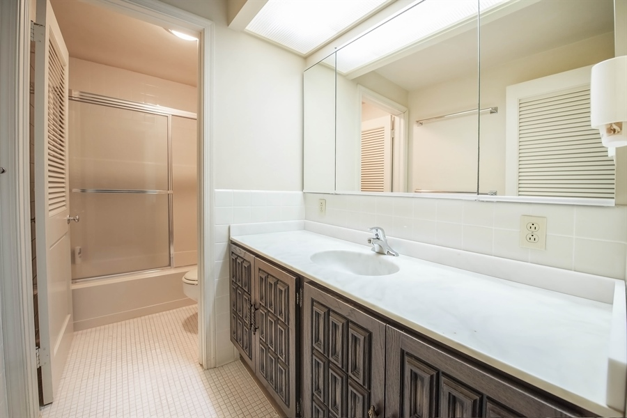 Real Estate Photography - 623 Shipley Rd, Wilmington, DE, 19809 - Second Level Hall Bath