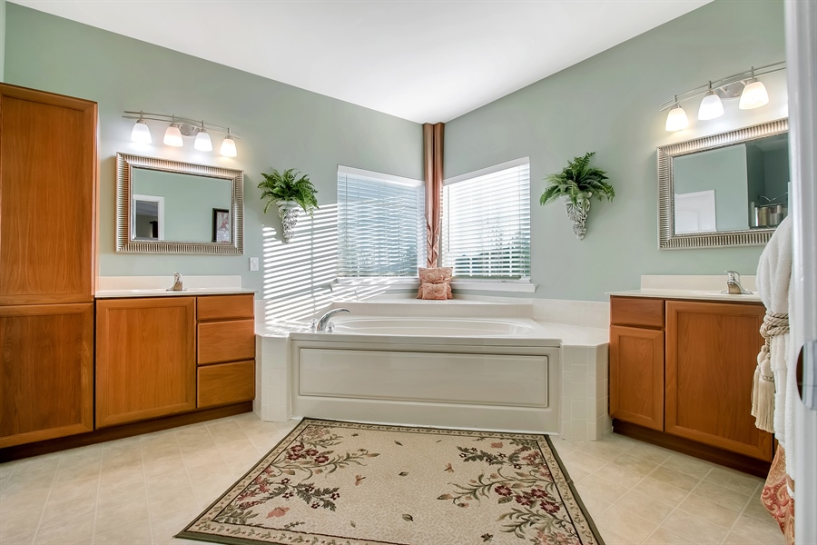 Real Estate Photography - 516 Bobolink Ct, Middletown, DE, 19709 - Master Bath with Soaking Tub