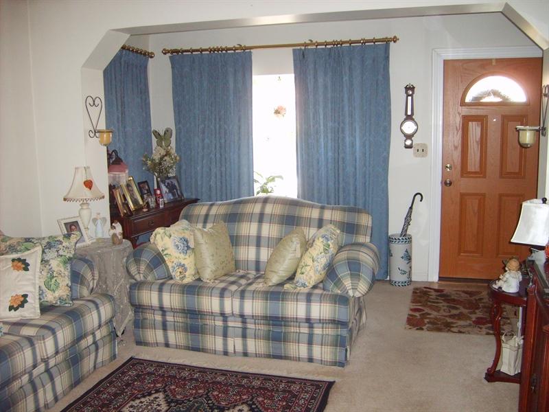 Real Estate Photography - 1606 Willis Pl, Wilmington, DE, 19805 - Living Room