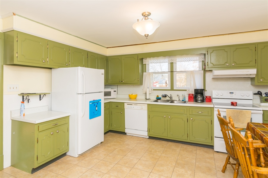 Real Estate Photography - 4535 Brenford Rd, Smyrna, DE, 19977 - Spacious Kitchen