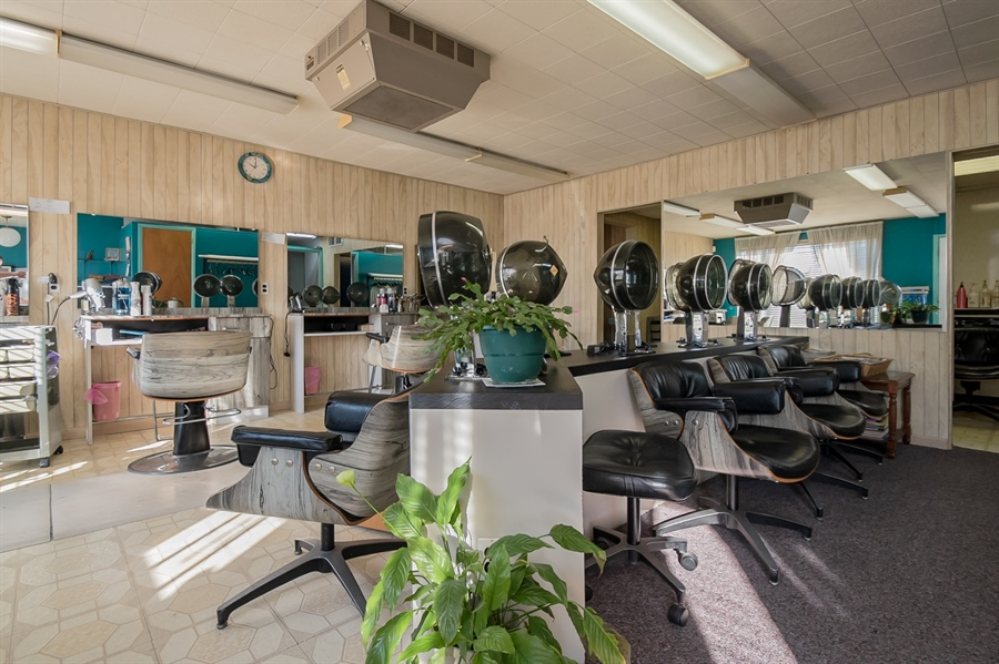 Real Estate Photography - 207 Boxwood Rd, Wilmington, DE, 19804 - Current Use- Hair Salon