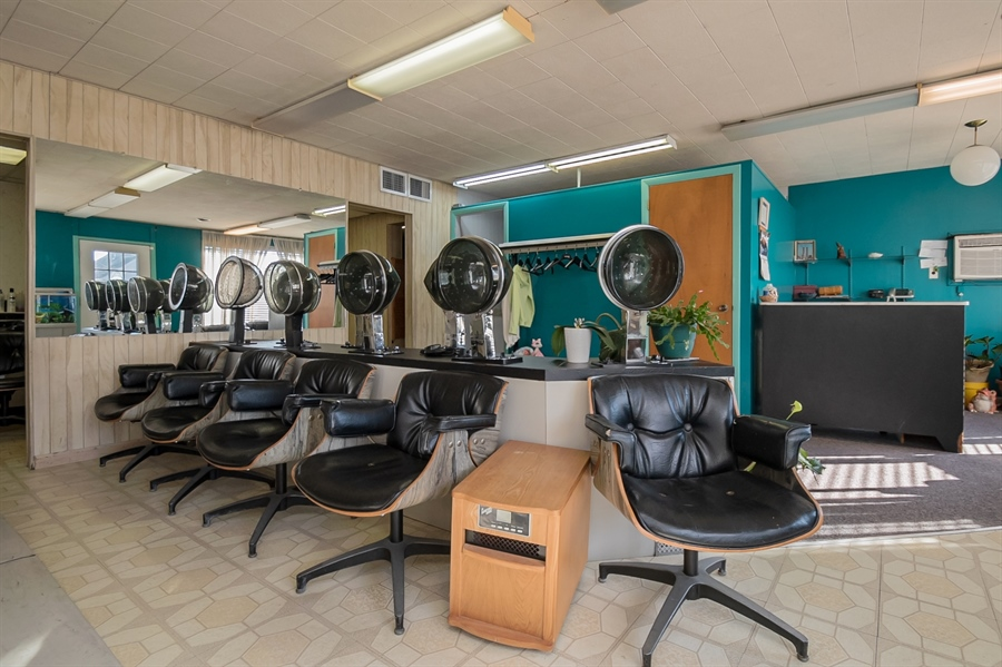 Real Estate Photography - 207 Boxwood Rd, Wilmington, DE, 19804 - Salon Fixtures Included