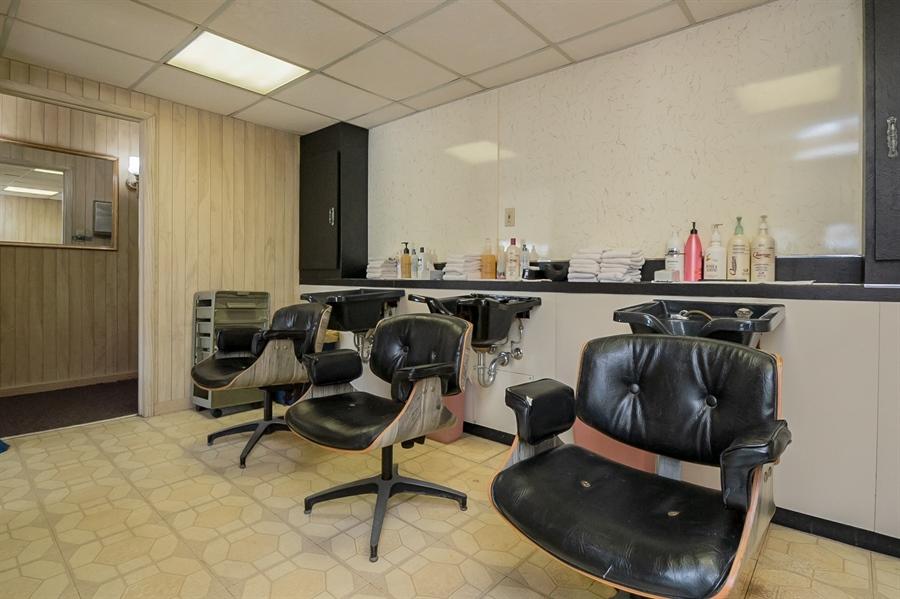 Real Estate Photography - 207 Boxwood Rd, Wilmington, DE, 19804 - Shampoo Room