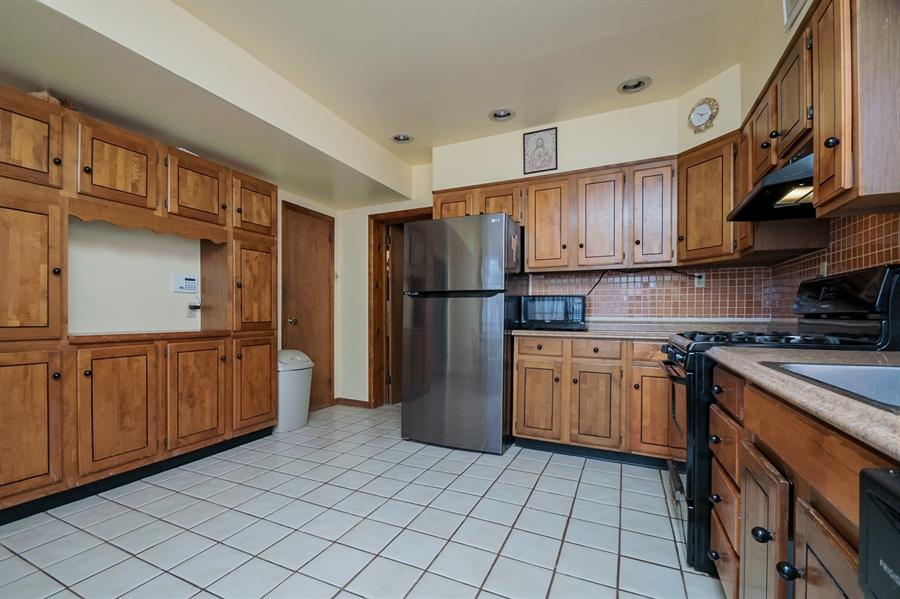 Real Estate Photography - 207 Boxwood Rd, Wilmington, DE, 19804 - Plenty of Cabinets & Counter Space