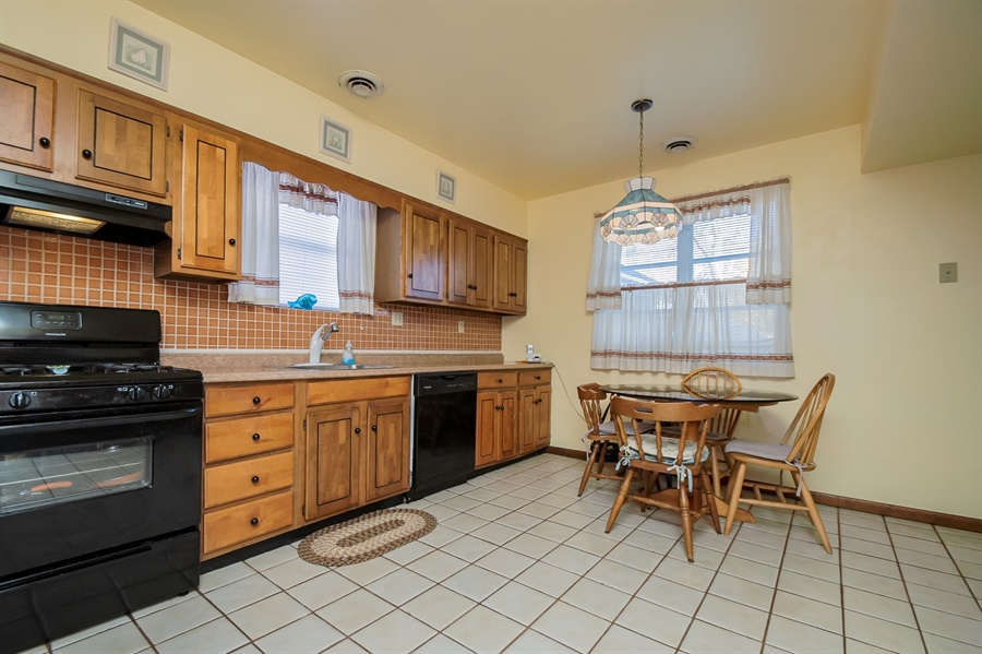 Real Estate Photography - 207 Boxwood Rd, Wilmington, DE, 19804 - Dining Area in Kitchen
