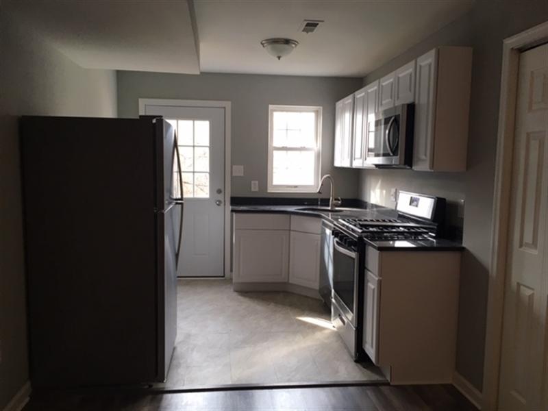 Real Estate Photography - 1402 W 5th St, Wilmington, DE, 19805 - Kitchen