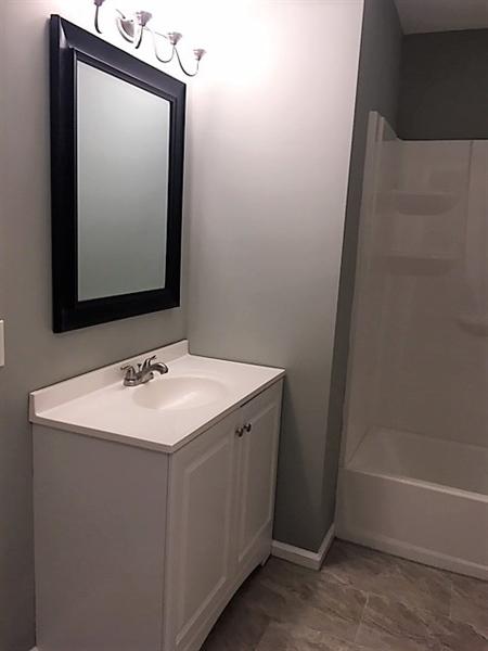 Real Estate Photography - 1402 W 5th St, Wilmington, DE, 19805 - Upper Level Full Bath