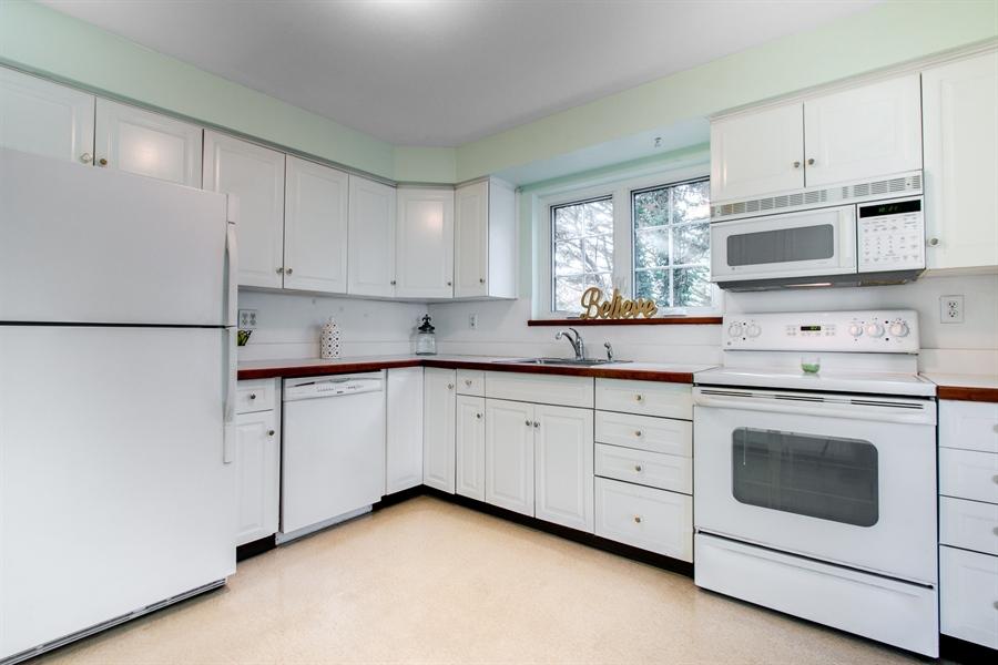 Real Estate Photography - 6 Saint Regis Dr, Newark, DE, 19711 - Sunny Kitchen!