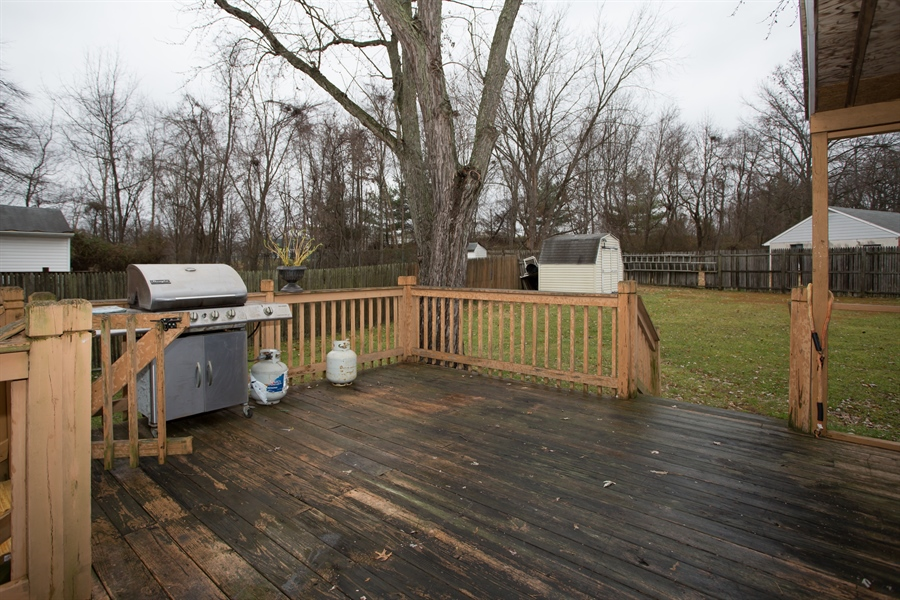 Real Estate Photography - 42 Dawes Dr, Newark, DE, 19702 - 18 X 18 rear deck overlooking private yard