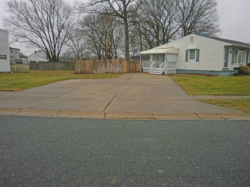 Real Estate Photography - 131 Saint John Dr, Wilmington, DE, 19808 - 6+ car capacity concrete driveway