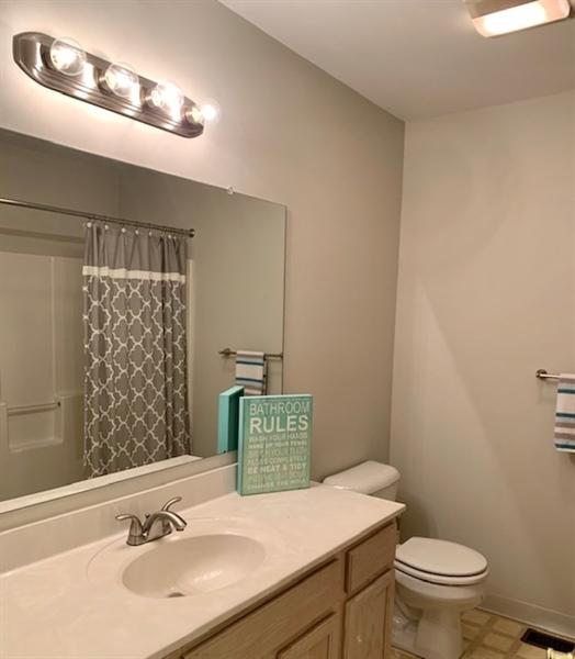 Real Estate Photography - 2208 Braken Ave, Wilmington, DE, 19808 - 2nd Full Bathroom