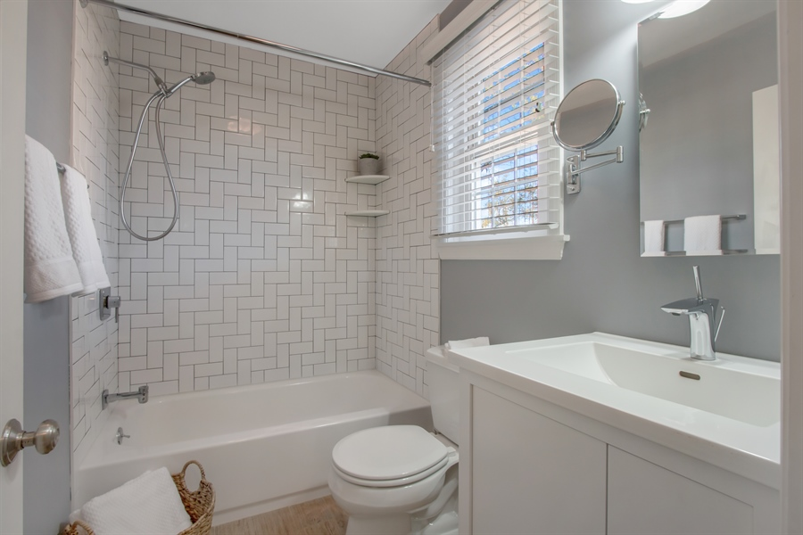 Real Estate Photography - 310 Apple Rd, Newark, DE, 19711 - Tastefully Updated Main Bath