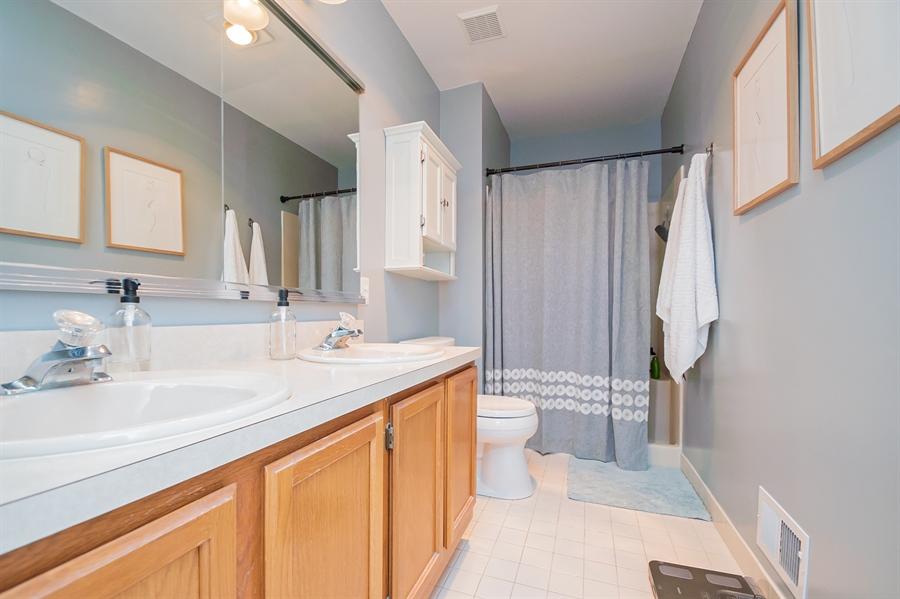 Real Estate Photography - 303 Benham Ct, Newark, DE, 19711 - Sparkling Owners Bathroom