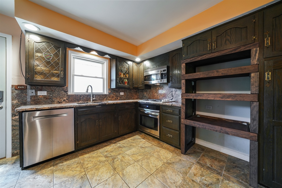 Real Estate Photography - 6 West Rand Road, VILLA PARK, IL, 60181 - Kitchen