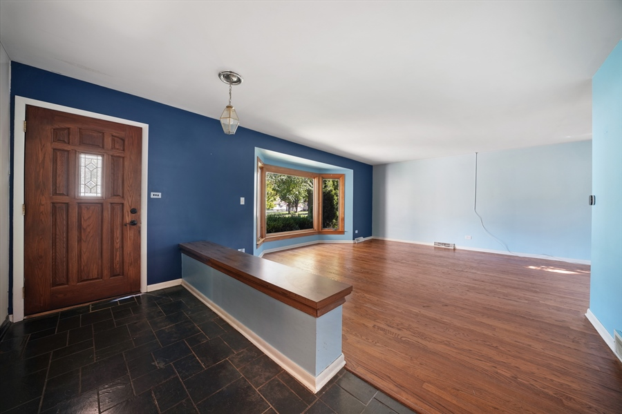 Real Estate Photography - 6 West Rand Road, VILLA PARK, IL, 60181 - Foyer