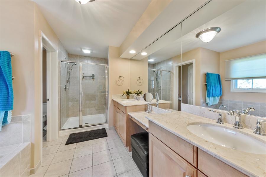 Real Estate Photography - 1100 Old Barn Rd, Buffalo Grove, IL, 60089 - Master Bathroom