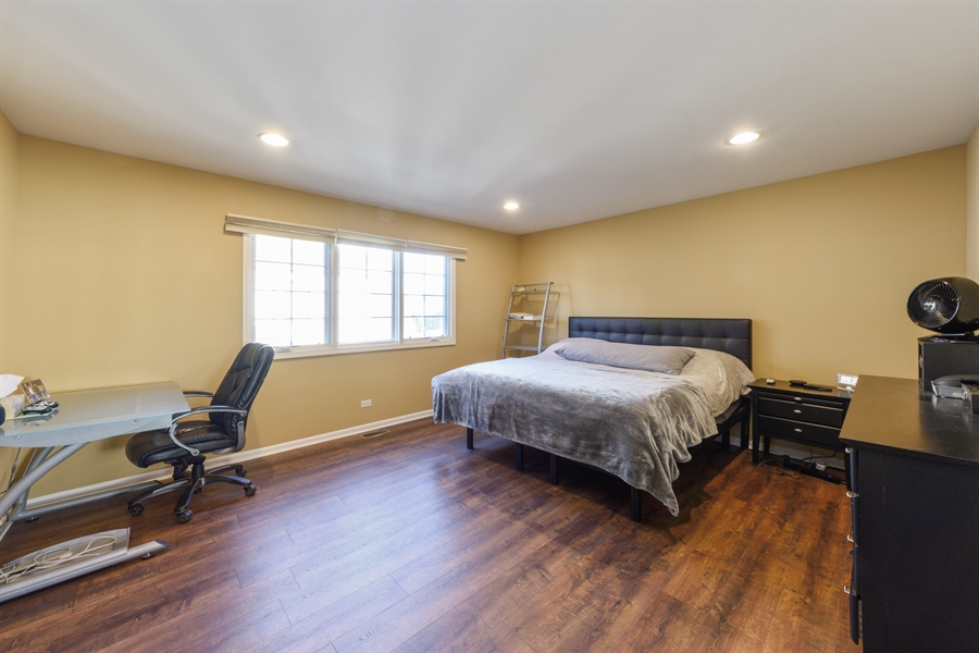 Real Estate Photography - 1100 Old Barn Rd, Buffalo Grove, IL, 60089 - 2nd Bedroom
