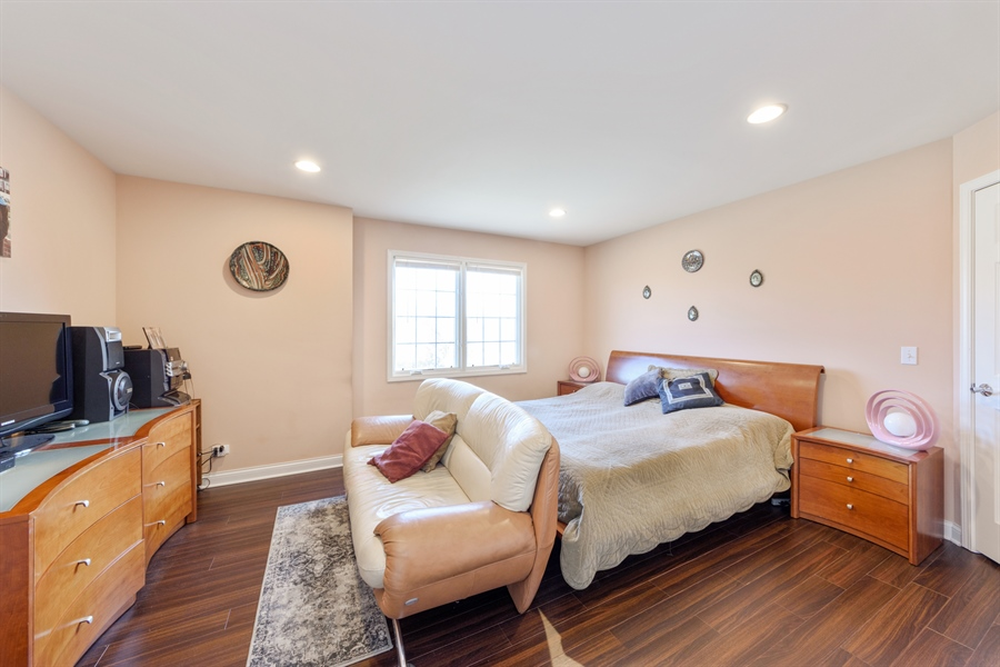 Real Estate Photography - 1100 Old Barn Rd, Buffalo Grove, IL, 60089 - 3rd Bedroom