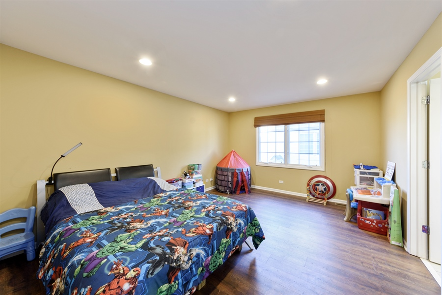 Real Estate Photography - 1100 Old Barn Rd, Buffalo Grove, IL, 60089 - 4th Bedroom