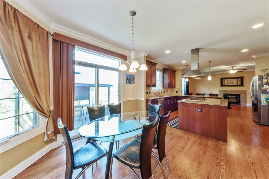 Real Estate Photography - 1100 Old Barn Rd, Buffalo Grove, IL, 60089 - Kitchen / Breakfast Room