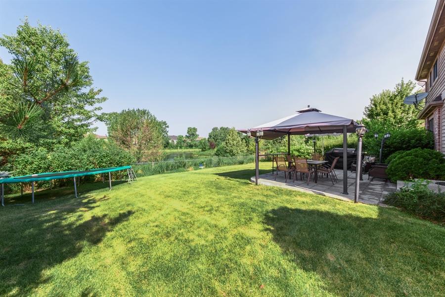 Real Estate Photography - 1100 Old Barn Rd, Buffalo Grove, IL, 60089 - Back Yard