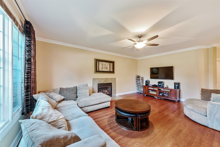 Real Estate Photography - 1100 Old Barn Rd, Buffalo Grove, IL, 60089 - Family Room