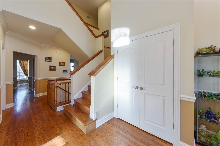 Real Estate Photography - 1100 Old Barn Rd, Buffalo Grove, IL, 60089 - Foyer