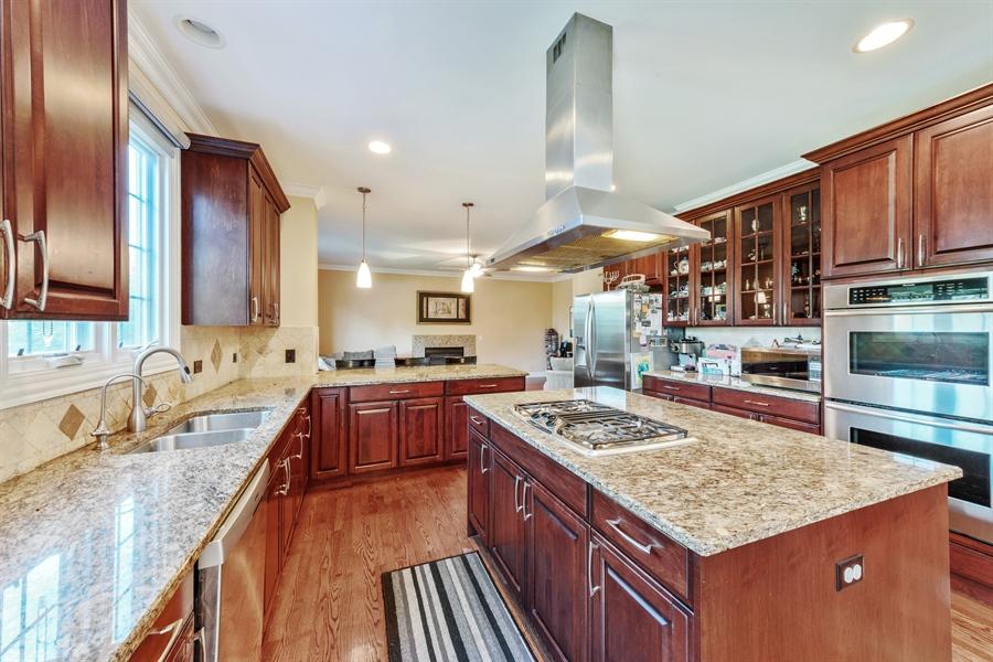 Real Estate Photography - 1100 Old Barn Rd, Buffalo Grove, IL, 60089 - Kitchen