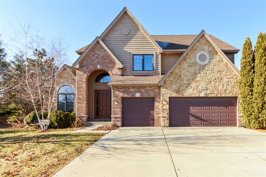 Real Estate Photography - 1100 Old Barn Rd, Buffalo Grove, IL, 60089 - Front View