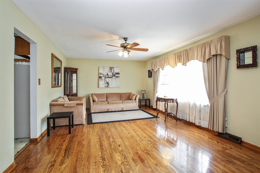 Real Estate Photography - 319 Orchard Terrace, Roselle, IL, 60172 - Living Room