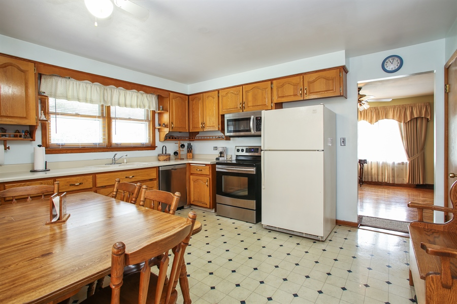 Real Estate Photography - 319 Orchard Terrace, Roselle, IL, 60172 - Kitchen