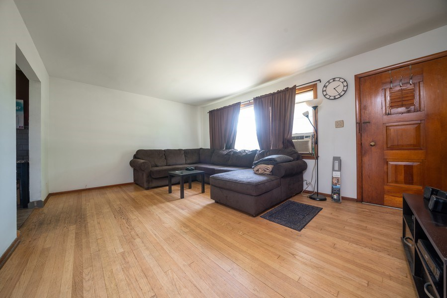Real Estate Photography - 449 S Mason, Bensenville, IL, 60106 - Living Room