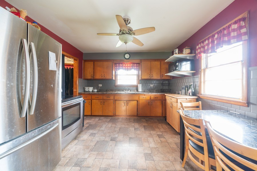 Real Estate Photography - 449 S Mason, Bensenville, IL, 60106 - Kitchen