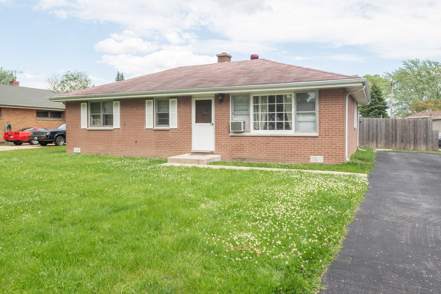 Real Estate Photography - 449 S Mason, Bensenville, IL, 60106 - Front View