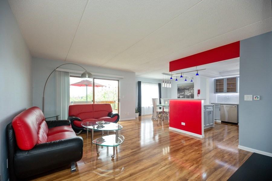 Real Estate Photography - 1480 Jefferson St, 504, Des Plaines, IL, 60016 - Living Room
