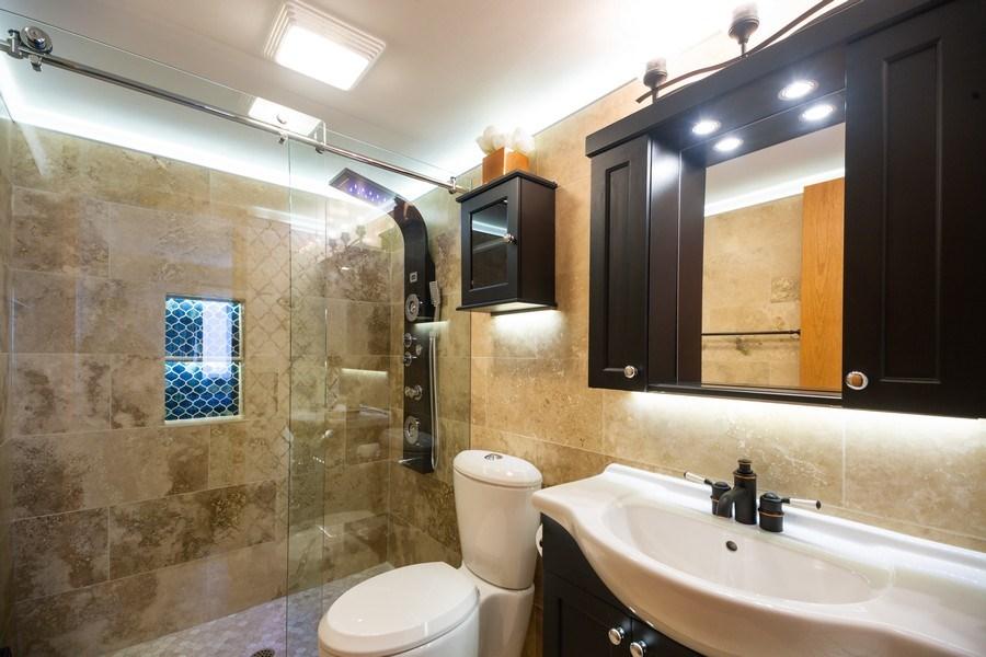 Real Estate Photography - 1480 Jefferson St, 504, Des Plaines, IL, 60016 - Master Bathroom