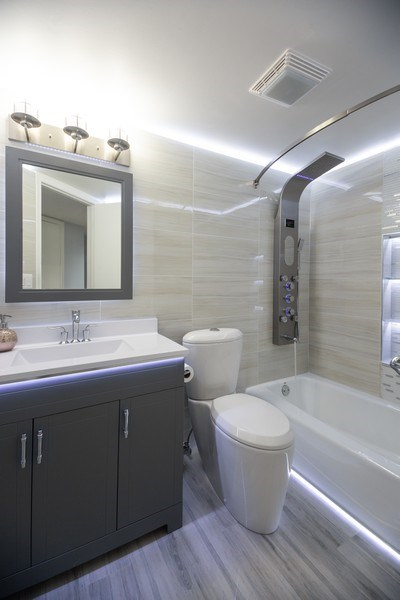 Real Estate Photography - 1480 Jefferson St, 504, Des Plaines, IL, 60016 - Bathroom