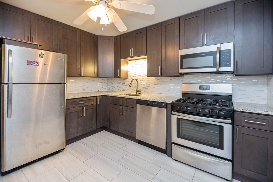 Real Estate Photography - 535 S Cleveland Ave, 406, Arlington Heights, IL, 60005 - Kitchen