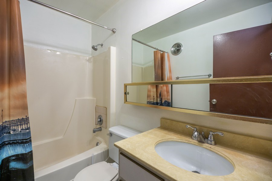 Real Estate Photography - 535 S Cleveland Ave, 406, Arlington Heights, IL, 60005 - Bathroom