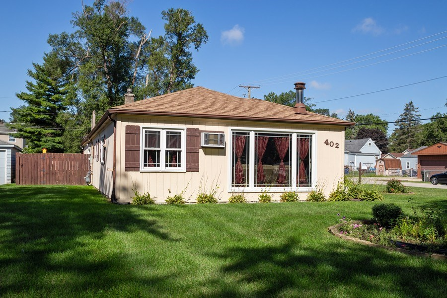 Real Estate Photography - 402 S Addison, Bensenville, IL, 60106 - Side View