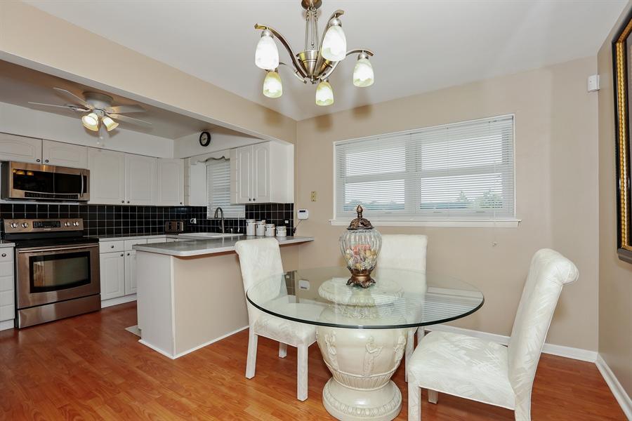 Real Estate Photography - 10647 Essex St, Westchester, IL, 60154 - Kitchen