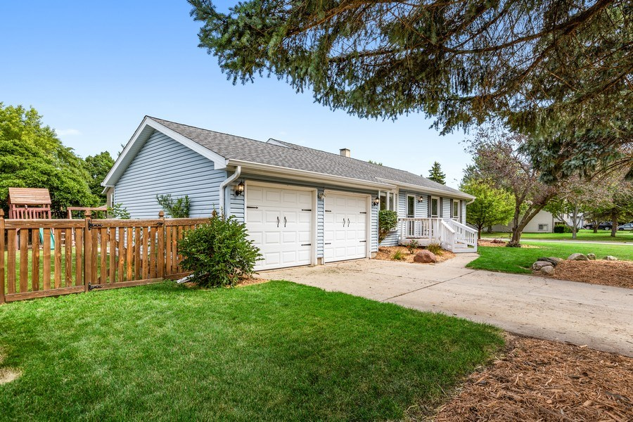 Real Estate Photography - 5112 Cambridge Dr, McHenry, IL, 60014 - Garage