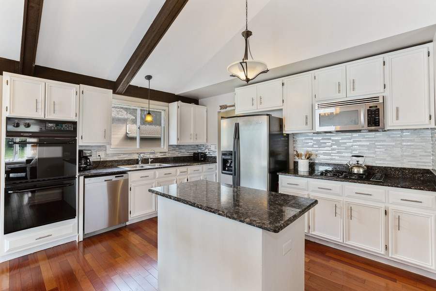 Real Estate Photography - 5112 Cambridge Dr, McHenry, IL, 60014 - Kitchen