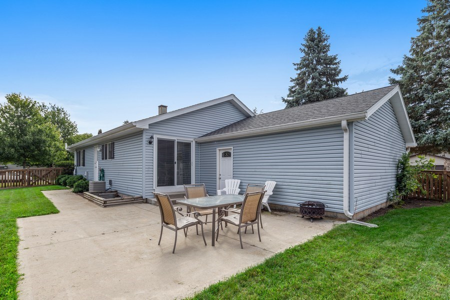 Real Estate Photography - 5112 Cambridge Dr, McHenry, IL, 60014 - Side View