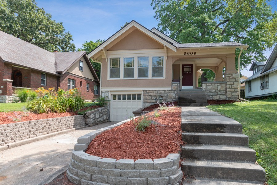 Real Estate Photography - 5609 Charlotte Street, Kansas City, MO, 64110 - Front View