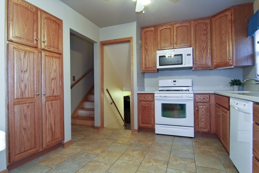 Real Estate Photography - 5829 S Lee Avenue, Downers Grove, IL, 60516 - Kitchen