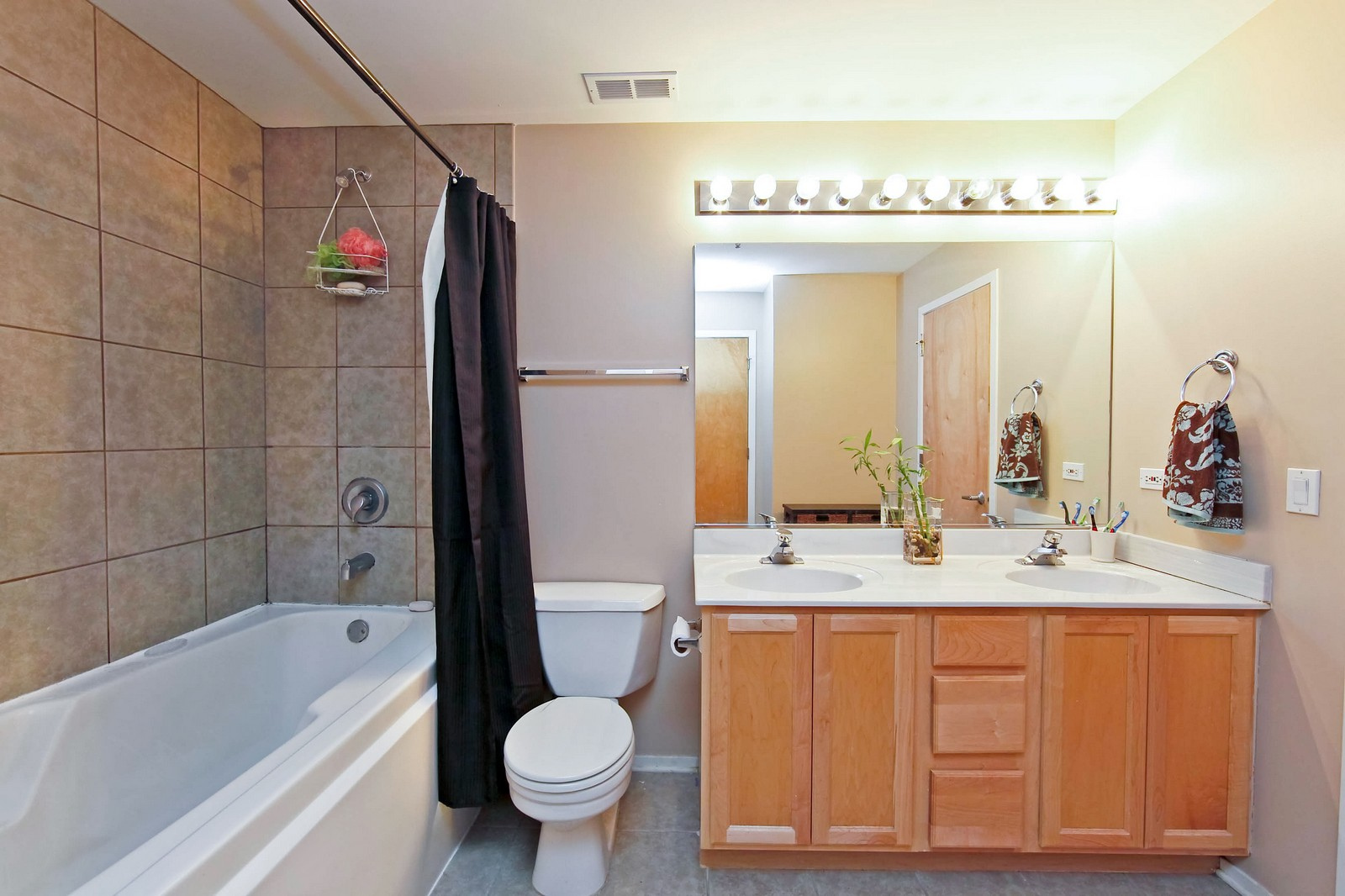 Real Estate Photography - 6 S Laflin, 524, Chicago, IL, 60607 - Bathroom