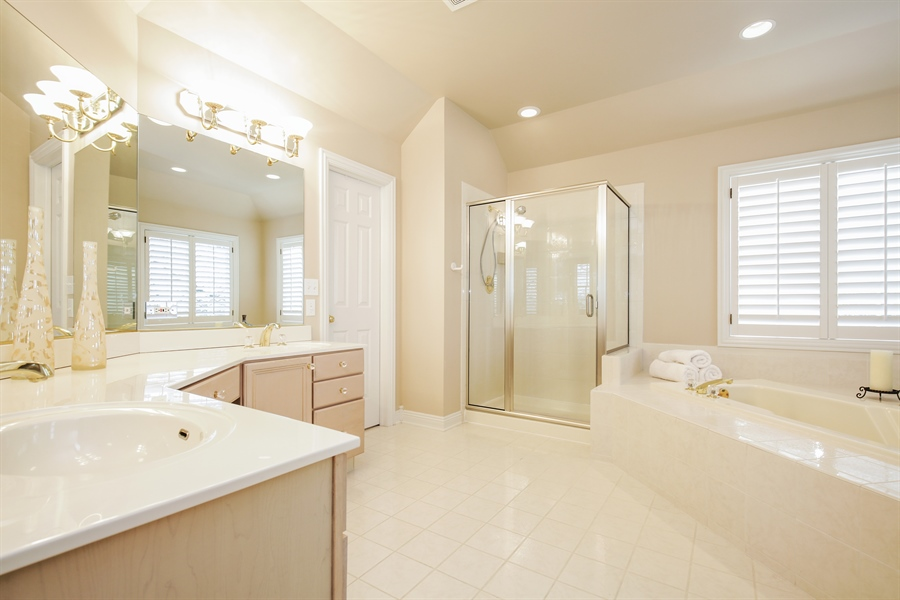 Real Estate Photography - 1285 Shoreside Ct, Palatine, IL, 60067 - Master Bathroom