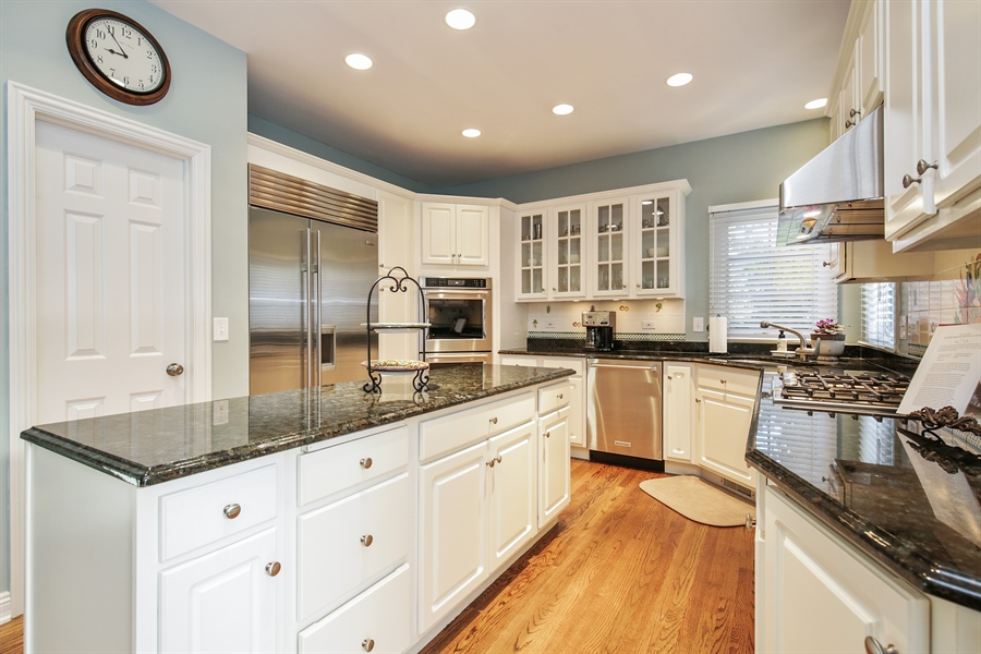 Real Estate Photography - 1285 Shoreside Ct, Palatine, IL, 60067 - Kitchen